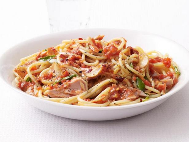 Спагетти с тунцом и соусом маринара