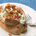 Печёный картофель со сметаной