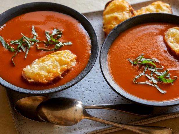 Быстрый томатный крем-суп с сырными гренками