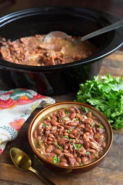 Фасоль в медленноварке с мясом