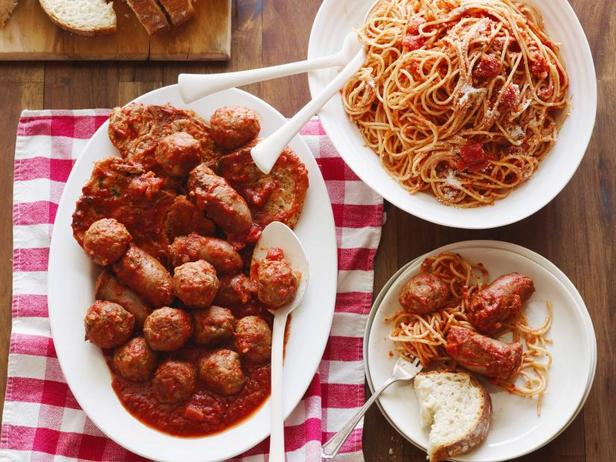 Фото Спагетти с мясом в воскресной подливе