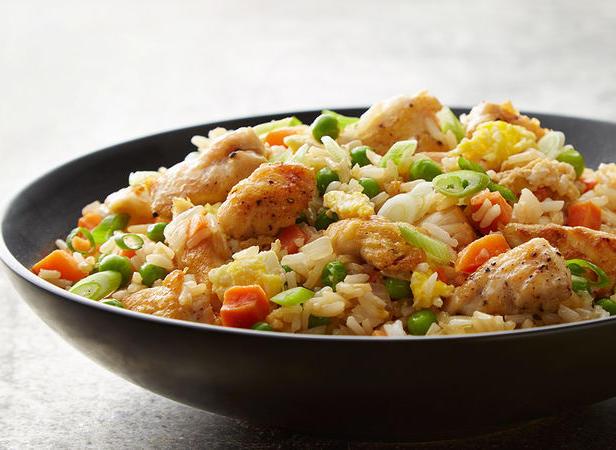 Фото Быстрый жареный рис с курицей