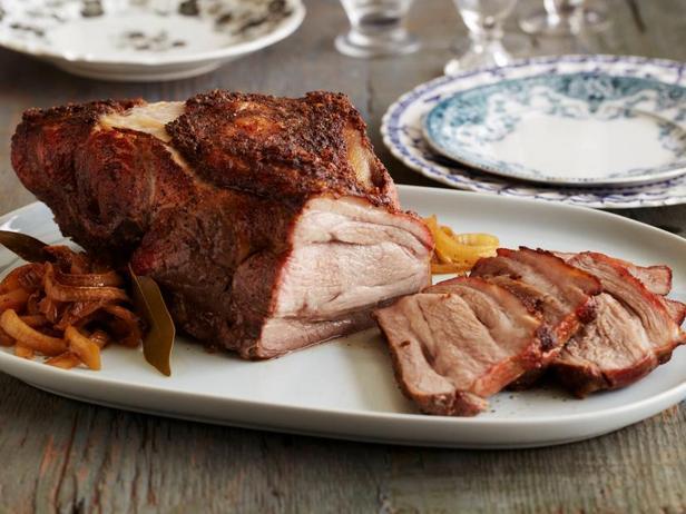 Фото Копчёная свиная лопатка в духовке