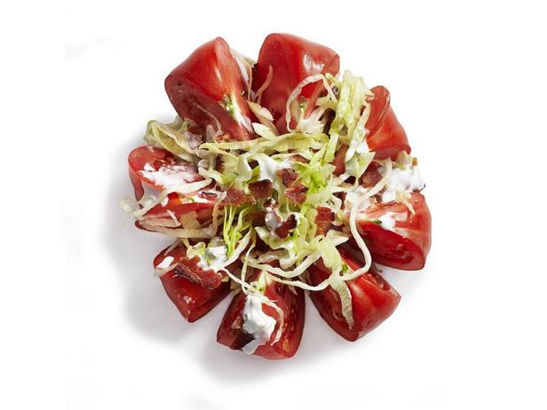 Салат с помидором и латуком