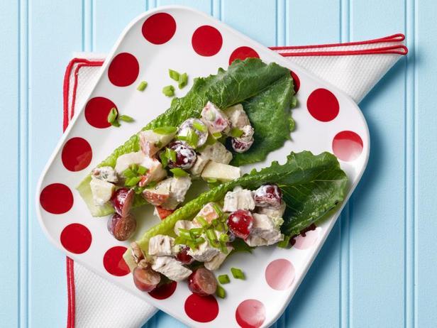 Фото Под силу детям: Лодочки с вальдорфским салатом
