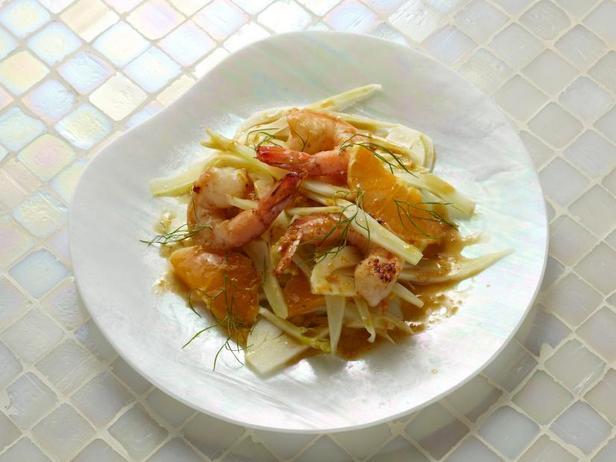 Креветки в апельсиновом масле с салатом из фенхеля и апельсинов