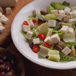 Салат с моцареллой и греческими оливками