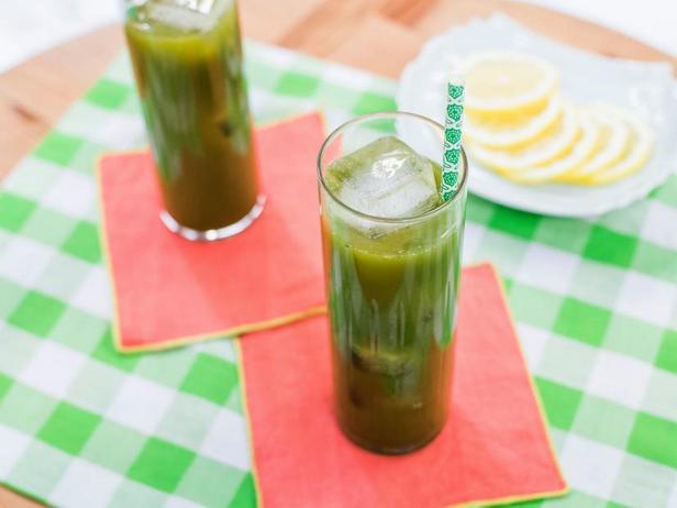 Холодный лимонад с зелёным чаем матча