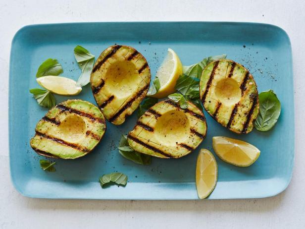 Фото Закуска-гарнир из маринованного авокадо