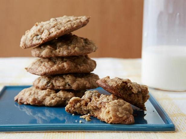 Фото Овсяное печенье с изюмом и орехами