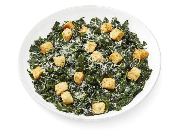 Салат «Цезарь» с жареной капустой кейл