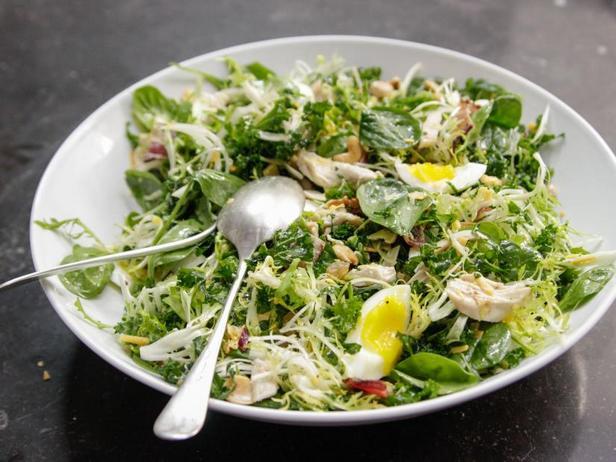 Вальдорфский салат с курицей и шпинатом