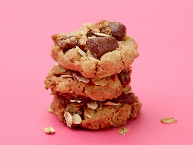 Полезное овсяное печенье с финиками и кусочками шоколада