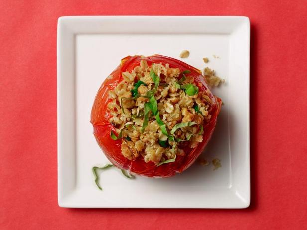 Запечённые помидоры, фаршированные овсяными хлопьями с сыром