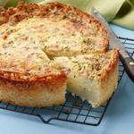 Киш на картофельном корже с начинкой из ветчины и сыра