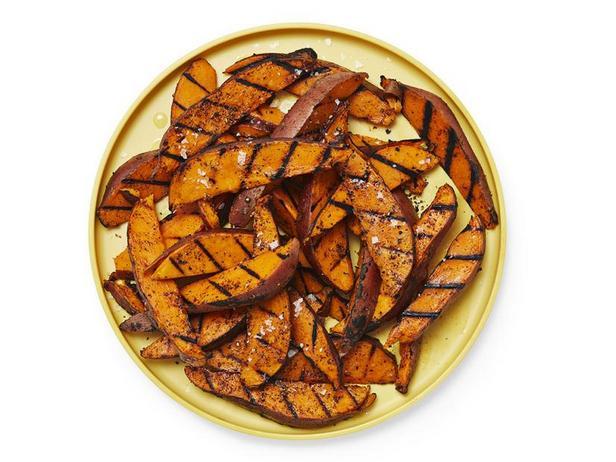 Картошка по-деревенски, жареная на гриле