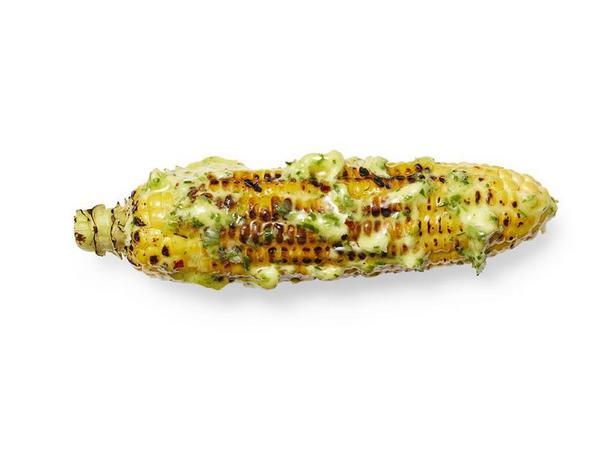 Жареная кукуруза с имбирно-луковым сливочным маслом