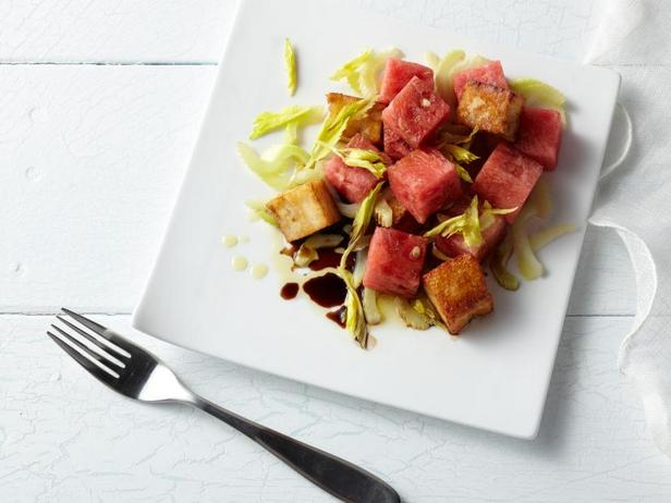Фото Салат из арбуза с сыром халуми