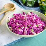 Хрустящий салат из хикамы и красной капусты