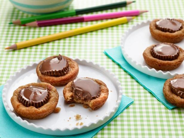 Фото Арахисовое печенье с шоколадными конфетами