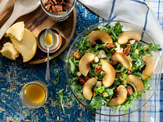 Салат из свежих персиков