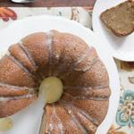 Пряный кекс с лимонным соусом