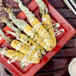 Жареная на гриле кукуруза с майонезом кимчи и зелёным луком