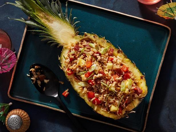 Лодочки из ананаса с жареным рисом