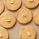 Нарезное песочное печенье с арахисовой пастой