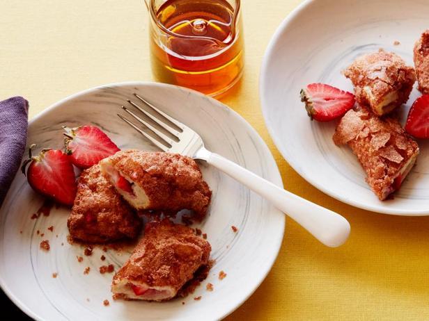 Под силу детям: Роллы из французских тостов с клубникой