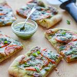 Пицца с базиликовым песто