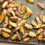 Картошка по-деревенски с чесноком в духовке