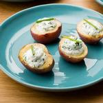 Закуска из картофеля с козьим сыром и зеленью