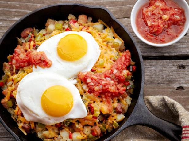 Фото Жареная картошка с яичницей к завтраку