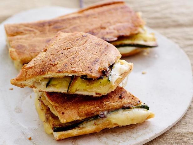 Фото Сэндвичи под прессом с цукини