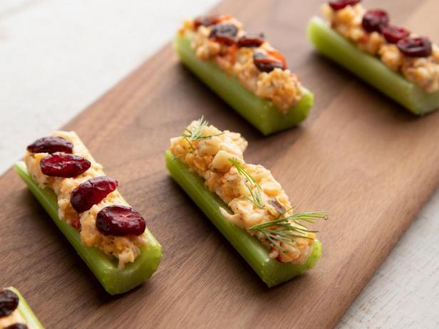 Фото Овощные палочки с сырным соусом