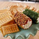 Закусочное сырное полено с зеленью и орехами