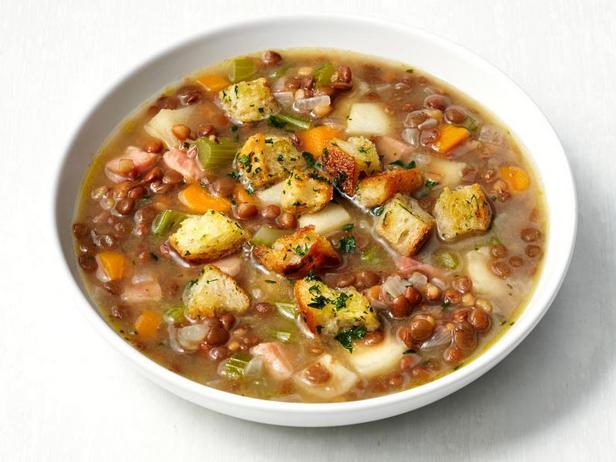 Чечевичный суп с ветчиной и гренками