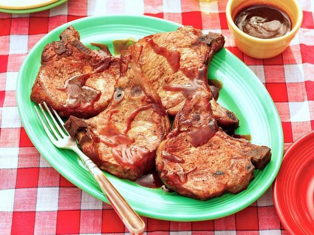 Копчёные свиные котлеты с яблочным соусом барбекю
