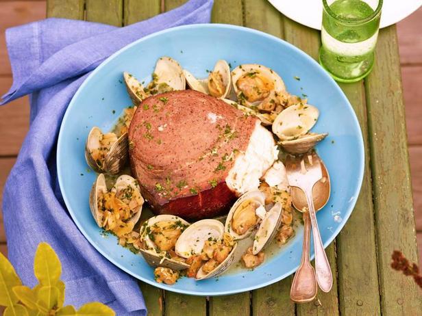 Рыба-меч горячего копчения с белым соусом из моллюсков