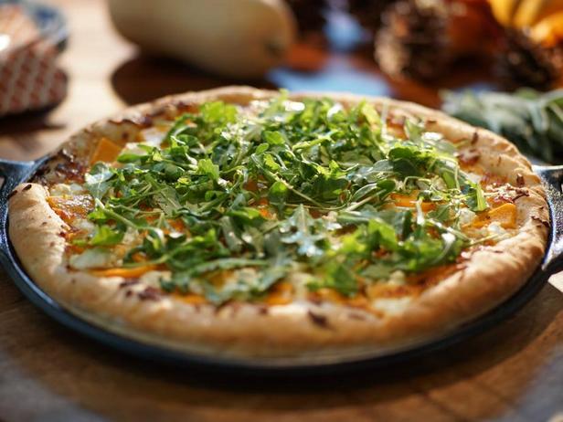 Фото Пицца с мускатной тыквой и руколой