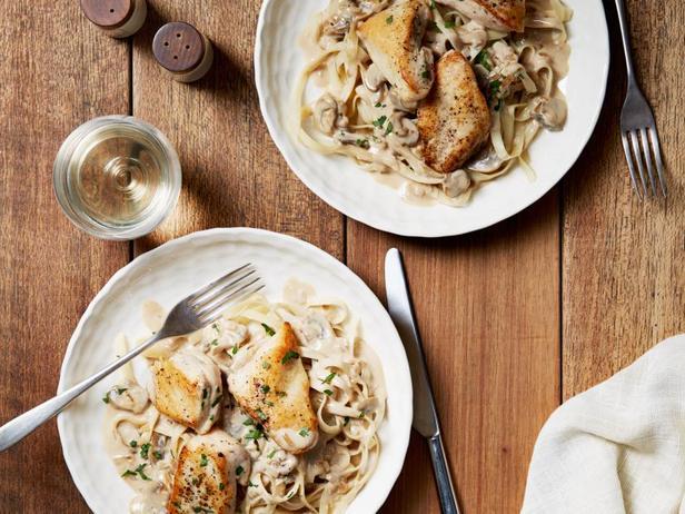 Лапша и курица в соусе марсала с маскарпоне