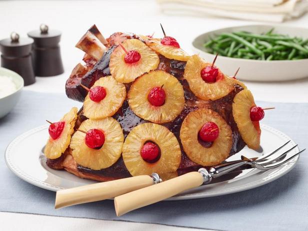 Фото Рождественская ветчина с ананасами в медовой глазури