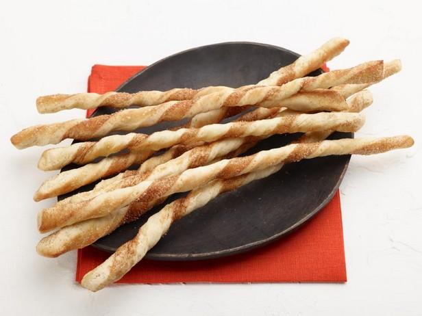 Хлебные палочки с корицей
