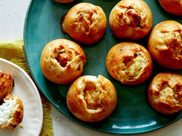 Кныши с картошкой и карамелизированным луком