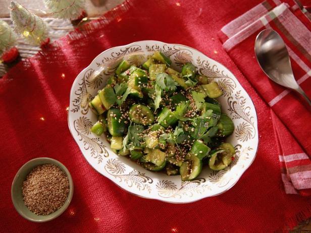 Китайский салат из битых огурцов