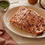 Запечённый лосось с соусом писту из шалфея и петрушки