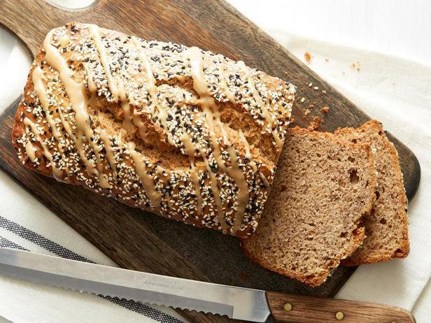 Фото Банановый хлеб с кунжутом и корицей