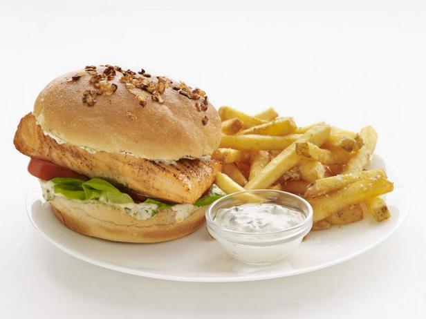 Фото Сэндвичи с лососем и картошкой фри