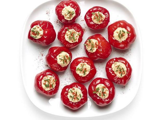 Фото Маринованные перцы с яичной начинкой